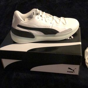 Pumas Clyde Hardwood sneakers size 11